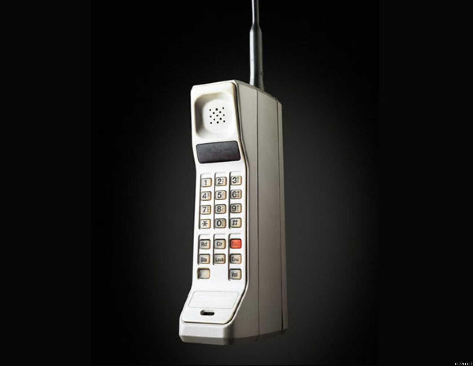 1984. - Motorola DynaTAC
